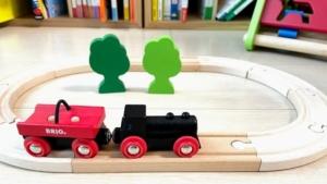 電車おもちゃデビューはBRIO ( ブリオ ) 小さな森の基本レールセット